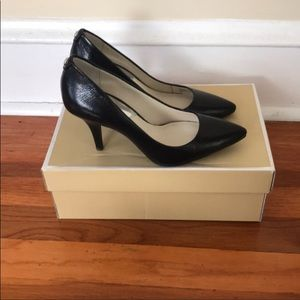 New Michael kors black pump